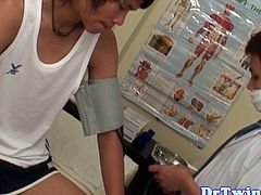Asian twink blown by doctor in check up