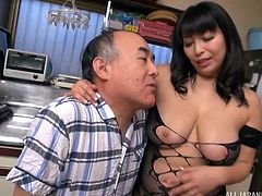 Yukari gives her experienced neighbor an amazing treatment