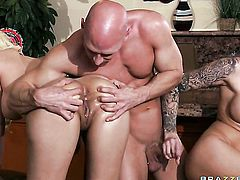 Jazy Berlin  Juelz Ventura with giant hooters gets her slit attacked by Johnny Sinss stiff meat pole