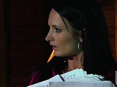 Nicole Sheridan takes oral sex to the whole new level