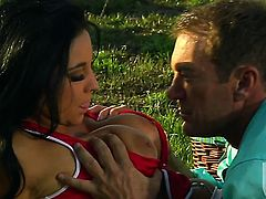 Audrey Bitoni has some time to get some pleasure with dudes meat stick in her mouth