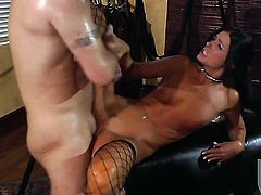 Well-endowed porn diva India Summer does her best to make her bang buddy unload his gun