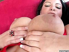 Brunette Marilyn Scott has some sex fantasies to be fulfilled