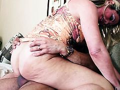 Sydney A does her best to make hot guy Marco Banderas ejaculate after giving head