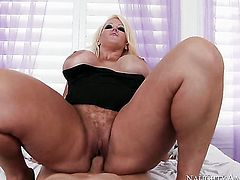 Huge tits housewife is getting a ride