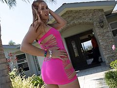 Flirtatious redhead Rose Red in pink minidress flaunts her juicy ass in the backyard and then has sex fun with hot black guy. Lexington Steele cant keep his hands off her perfect bottom.