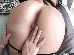 Brunette sexy Natalie Nunez has oral fun with hard dicked dude