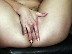 Anna Morna gets naked and fucks herself with toy