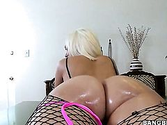 Blonde Jenny Hendrix loves getting her honeypot pounded by hot man