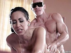 Johnny Sins is one hard-dicked stud who loves screwing Chica Isis Love with huge breasts
