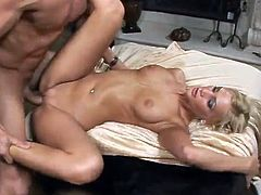 Awesome Blonde Meets the male inside the Club And shaggs Him inside His Apartment