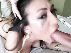 Heather Vahn shows oral sex tricks to Jonni Darkko with passion