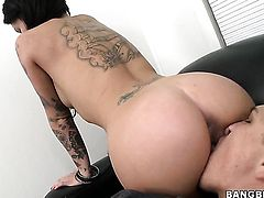 Christy Mack with juicy melons and bald snatch is a slut who needs cum on face over and over again