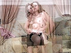 Katie Collins kills time rubbing her fuck hole