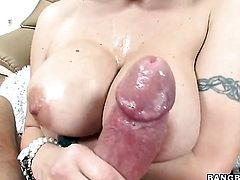 Brunette Velicity Von with big bottom gives suck job like no other and hard dicked fuck buddy knows it