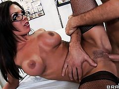 Keiran Lee gets pleasure from fucking Kirsten Price in her hot mouth