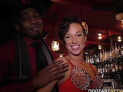Degenerate gambler Jesse owns a bar. At Jesse's request, Jada will offer up her mouth and white pussy to the boys before she swallows both of their over sized loads.