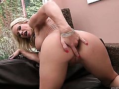 David Perry uses his sturdy meat pole to make Simone Sonay with huge tits happy after she gives headjob