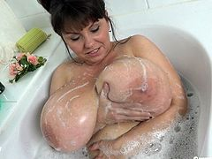 Busty MILF In The Bathtub-Solo-1080p