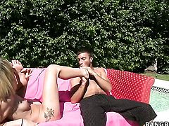 Naked Amy Brooke gets her feet fucked outdoor