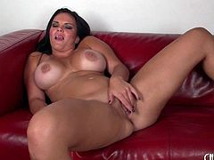 Hypnotic dark-haired lady masturbates just for her lover