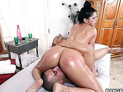 Brunette Diamond Kitty enjoys guys thick stiff fuck stick in her sweet mouth