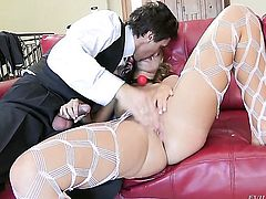Steve Holmes admires devilishly sexy Jessie Rogerss body before she takes his boner in her mouth
