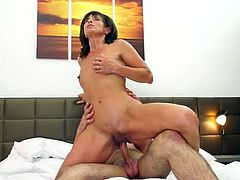 Mature beauty with a hell of a hot body gets laid