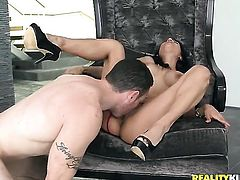 Piercings sexy Tia Cyrus with juicy tits and shaved bush is too hot to stop sucking Romeo Prices throbbing fuck stick