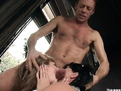 Tara White gives unthinkable deep blowjob to horny Rocco Siffredi before cornhole fucking
