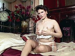 Milf in Stockings mastubating