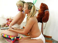 Proxy Paige shows off her sexy body as she gets her love tunnel eaten by lesbian Chastity Lynn