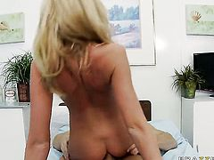 Johnny Sins seduces Gorgeous bombshell Madison Scott into fucking and shoves his meat polein her backdoor before she gets her throat banged