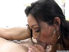 Brunette with phat booty gets her lovely face painted with jizz