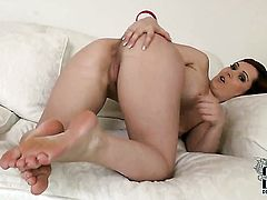 Milf Angell Summers touches her fuck hole playfully