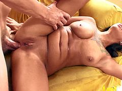Athletic brunette Samora Morgan is a hot squirter