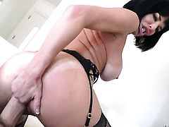 Veronica Avluv with giant jugs gets orally fucked by Manuel Ferrara s thick mouth stretcher