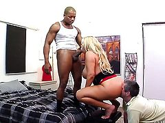 Blonde is good on her way to make hot dude explode on oral action