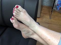 mature tasty feet