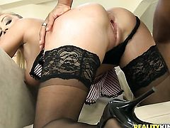 Blonde Lea Lexus taking sex toy in her anal hole