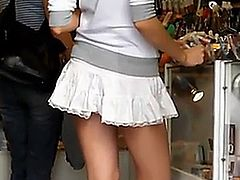 Amazing hottie caught filmed under her skirt
