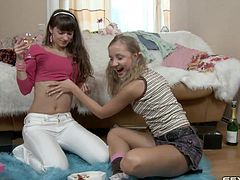 Open minded teen hussies try having lesbian sex for the first time