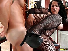 Mature Roge Ferro gets her mouth stretched by thick rock solid dick of horny dude