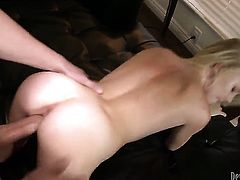 Blonde makes dudes rock solid meat pole disappear in her mouth in sexual ecstasy