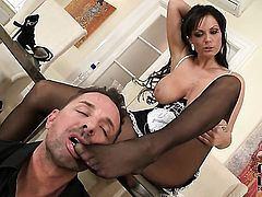 Milf Sheila Grant with juicy knockers and shaved pussy makes her sex fantasies a reality in cumshot action