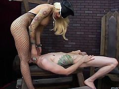 Blonde Deviant Kade cant resist the temptation to take heavy money shot on her face