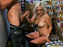 Blonde sex kitten does dirty things and then gets her nice face painted with sperm