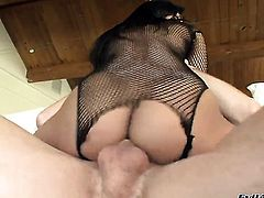 Brooklyn Lee makes studs dick harder before getting her slit humped