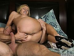 Blonde Holly Claus with juicy ass and smooth beaver getting the earth moving ass fuck