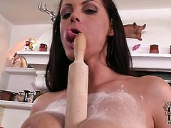 Sheila Grant loses control after taking dildo in her cunt
